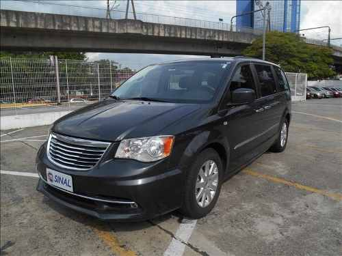 chrysler-town-country-D_NQ_NP_686728-MLB26499864084_122017-O