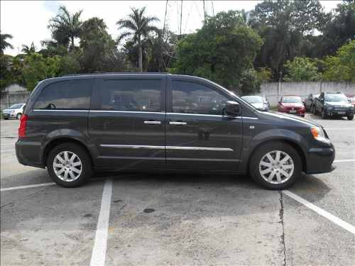 chrysler-town-country-36-touring-v6-24v-D_NQ_NP_842778-MLB26499864081_122017-O