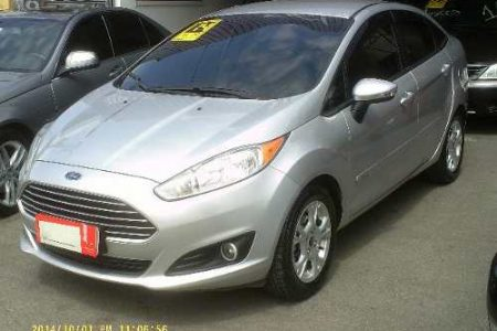 ford-fiesta-sedan-D_NQ_NP_785801-MLB26186846226_102017-O