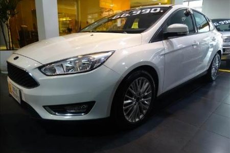 ford-focus-20-se-plus-sedan-16v-D_NQ_NP_986061-MLB26648730477_012018-O